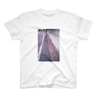 みちばたのツツジちゃん T-shirts