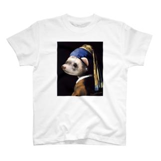 真珠の耳飾りのフェレット T-shirts