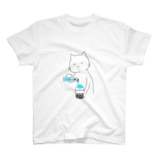 かき氷にシロップをかける猫(ブルーハワイ) T-shirts