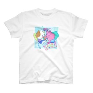 お家でゴロゴロ T-shirts
