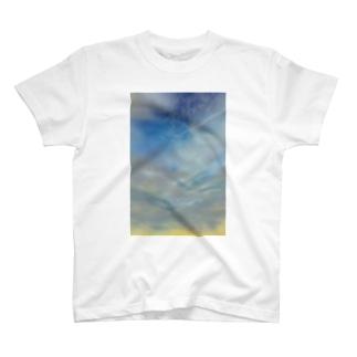 雨上がり  空 T-shirts