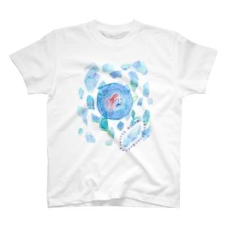 瓶ラムネ割って密かに手に入れた夏のすべてをつかさどる玉 T-shirts