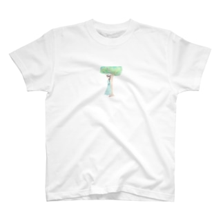 木陰で休む少女 T-shirts