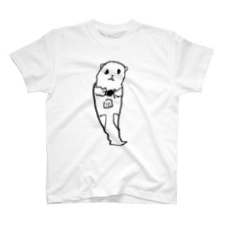 餌を食べるラッコ T-shirts