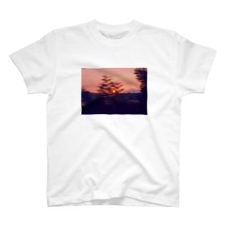 写真と心情 〜車窓からの夕日〜 T-shirts