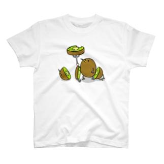 キウイを食べるおいしいキウイ T-shirts