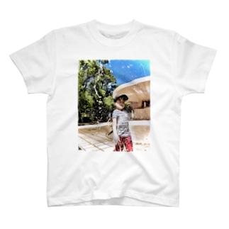 びしょ濡れ少年 T-shirts