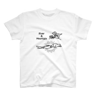 登山と川遊び大好きなラブラドール T-shirts