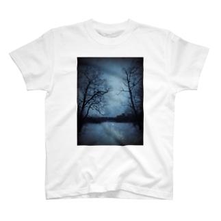 静かな夜 T-shirts