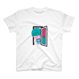 ドアの向こうからコンニチハ。 T-shirts