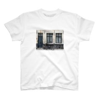 ベルギー ブルージュの自転車 T-shirts