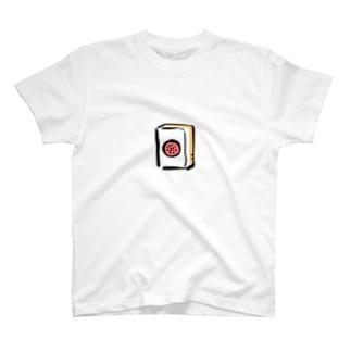 縦になったケーキ T-shirts