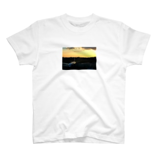 伊丹の夕焼け T-shirts