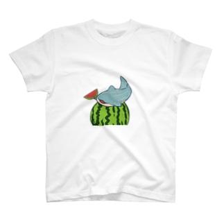 スイカとジンベイザメ T-Shirt
