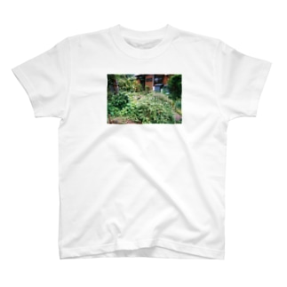 ゆらゆら宇宙日記の茂みの中からの視線 T-shirts