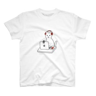 巣ごもり猫とオンラインゲーム T-shirts