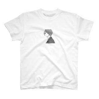 幾瀬陽七乃@お仕事募集中のこちらを見る若い男性 T-shirts