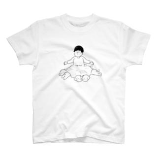 スカートの中に住む犬 T-shirts