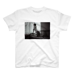 モノクロケツダシニコ T-shirts