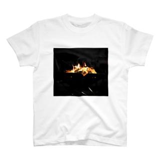 ヤバイふくろう屋さんの焚き火 T-shirts