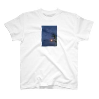 朝方、君とタバコ T-shirts