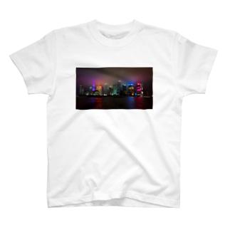 曇天の台北外灘の夜景 T-shirts