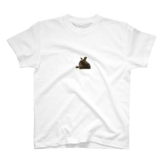 くつろぐウサギ こじろう T-shirts