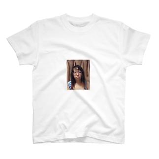 熟女コスプレイヤーの素顔 T-shirts