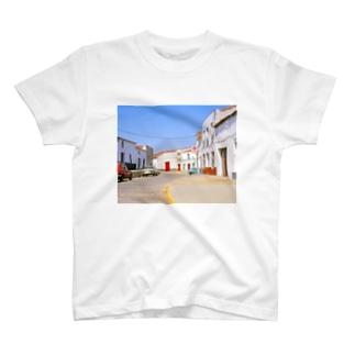スペイン:村の昼下がり Spain: view of a village T-shirts