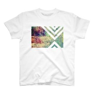 階段のある街 T-shirts