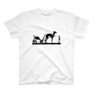 そりをひく犬 ブラック T-shirts