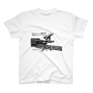 そりを引く(パズル) T-shirts