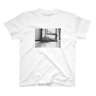 寝てるしんのすけTシャツ T-shirts