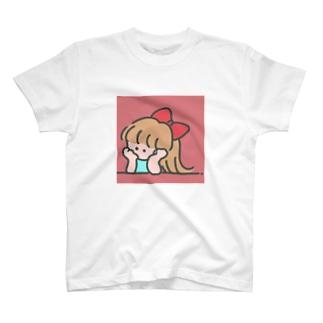 下向く少女 T-shirts