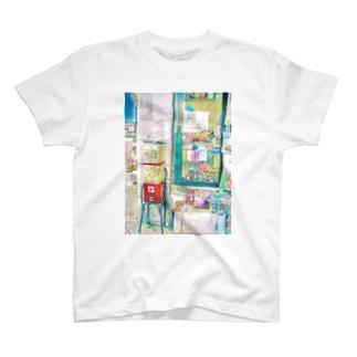 ガチャのある風景@リスボン T-shirts