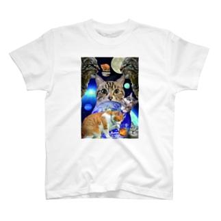 猫は宇宙 T-shirts