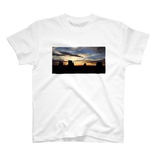 ぼくと私とモニュメントバレー T-shirts