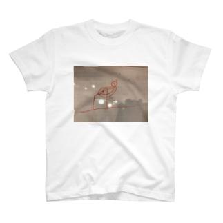 逆上がりをする熊 T-shirts