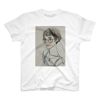 ショートのメガネっ子 T-shirts