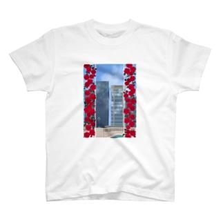 薔薇とビル T-shirts