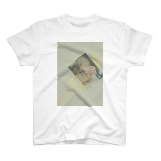 やりきれないけだるさが僕を責める T-shirts