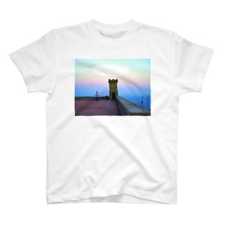 黄昏時のバルセロナ T-shirts