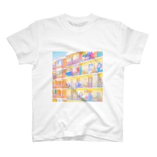 朝の街 洗濯物 スクエア T-shirts