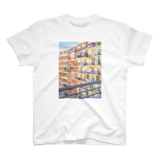朝の街 洗濯物  T-shirts