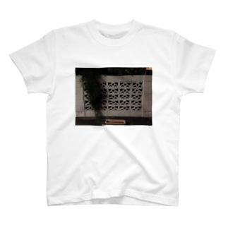 ブロック塀 T-shirts