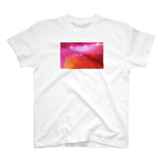 マゼンダ美人 T-shirts