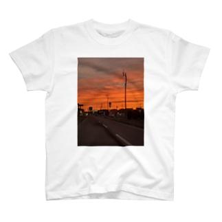 夕陽 T-shirts
