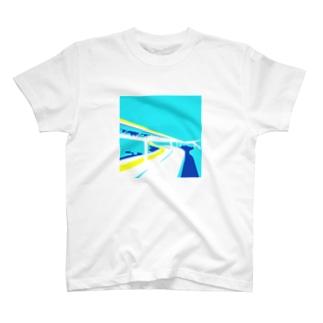 夏のハイウェイ T-shirts