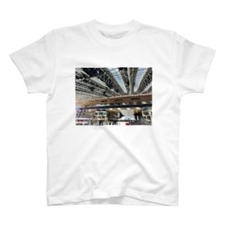大阪駅 T-shirts