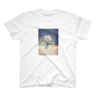 発光するアジサイ T-shirts